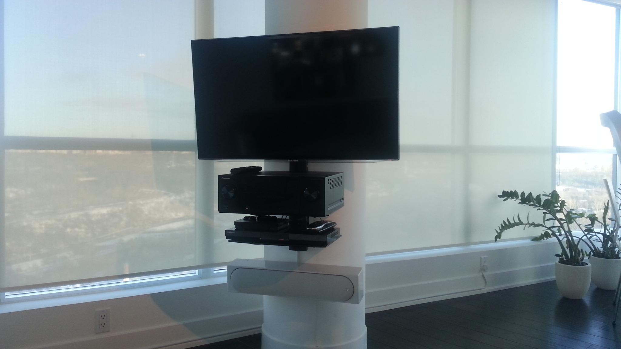 Sound bar on circular concrete pillar bottom of tv | LeslievilleGeek ...
