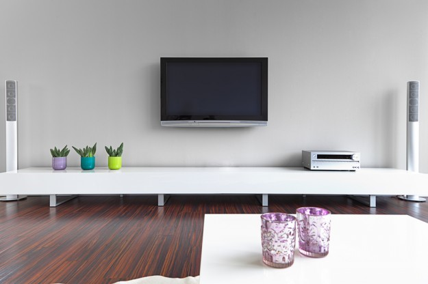 how to mount a tv on a wall leslievillegeek tv. Black Bedroom Furniture Sets. Home Design Ideas